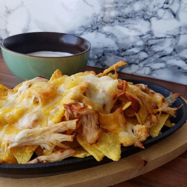 Spicy nachos med pulled chicken og purløgsdip #hashtagmor