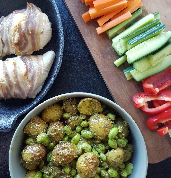 Pikant kylling og kartoffelsalat med Pesto.