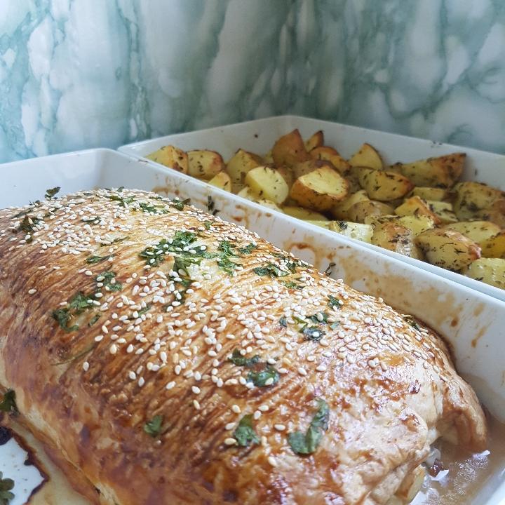 Indbagt græsk farsbrød med lækre ovnbagte kartofler og tzatziki #hashtagmor