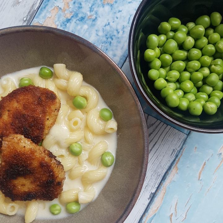 Crispy kylling nuggets med cremet pasta #hashtagmor.