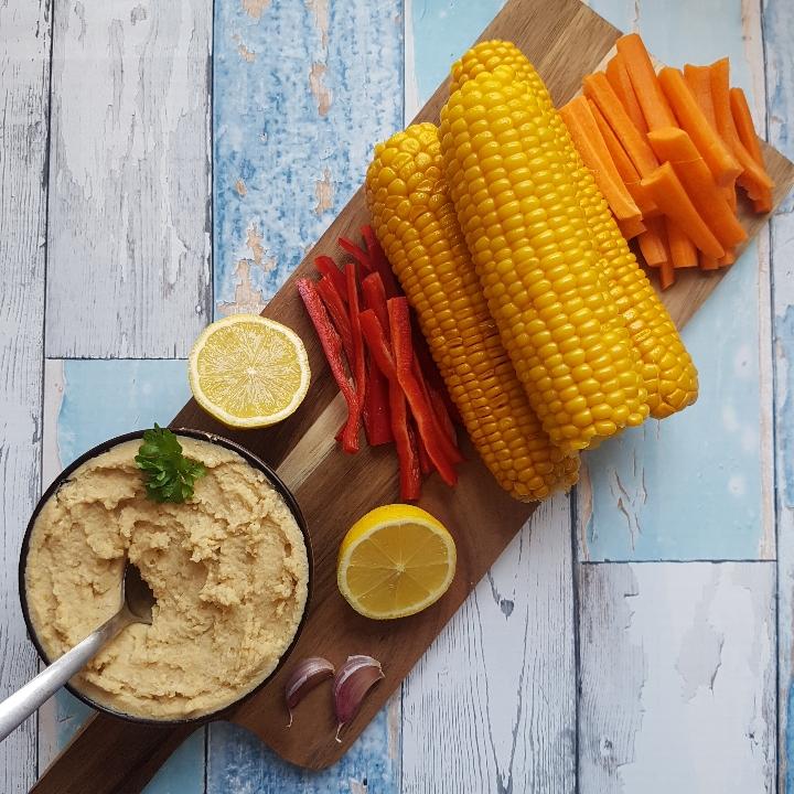 Humus, kylling og skønne grøntsager. #hashtagmor