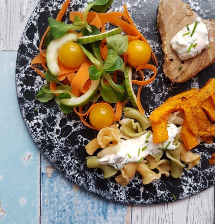 Tunbøffer, græskarfritter og krydderurtcreme