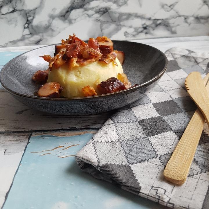 Brændende kærlighed med crispy bacon og pølser #hashtagmor