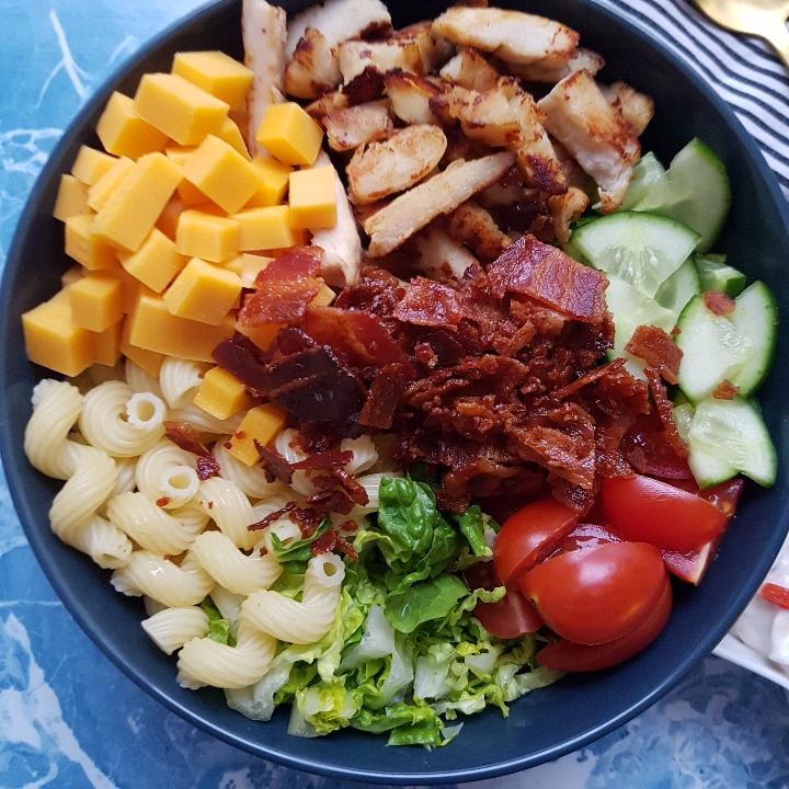 Ranch pastasalat med kylling og bacon. #hashtagmor