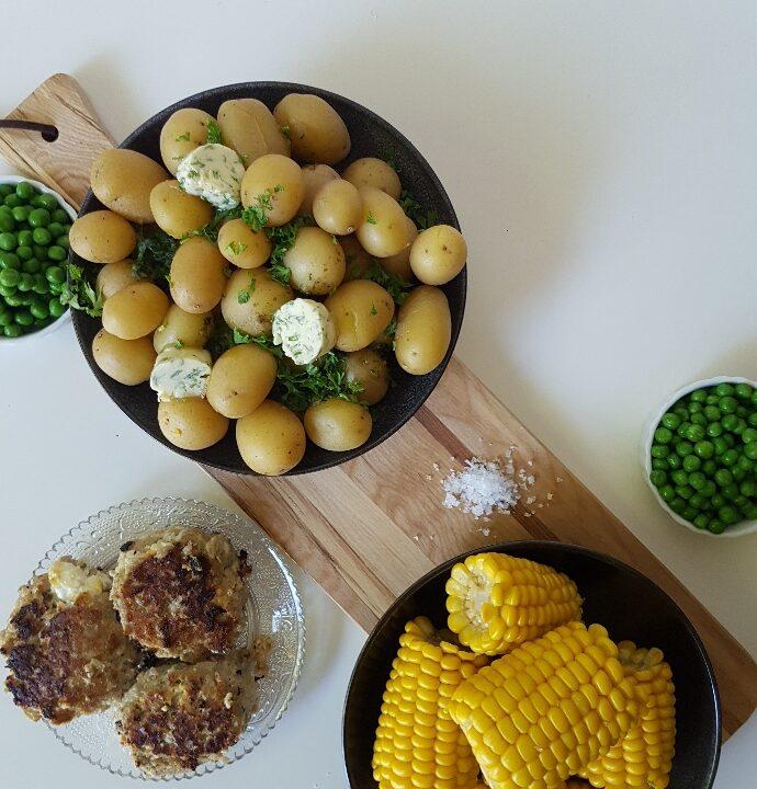 Græske frikadeller med små hvidløgskartofler.