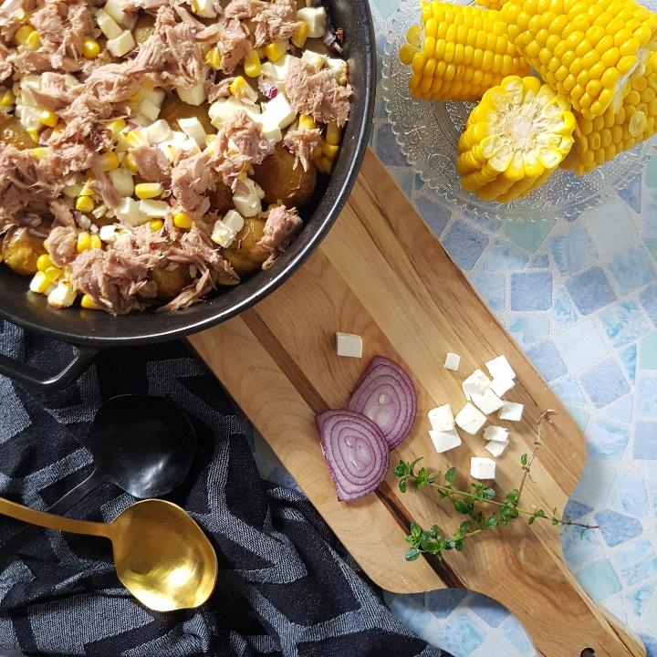 Ovnbagte krydret kartofler med bagt fetaost, hvidløg og tun. #hashtagmor