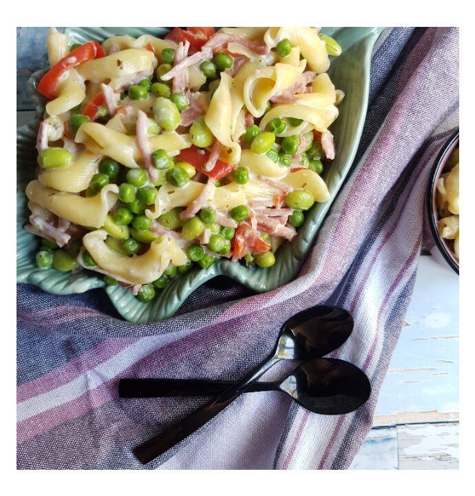 One pot pasta opskrift med skinke og hvidløg.