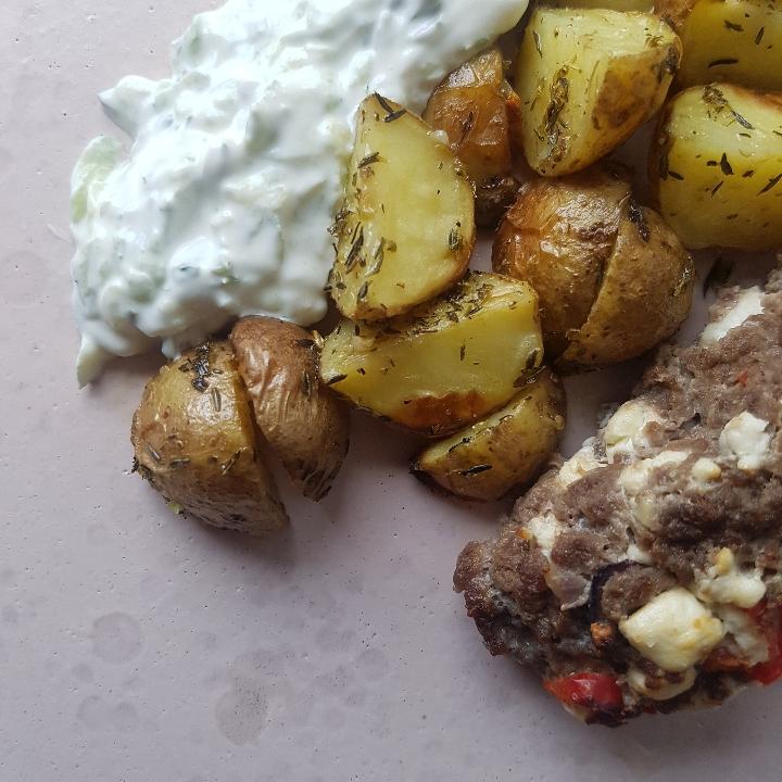 Græske minifarsbrød med kartofler og tzatziki #hashtagmor.