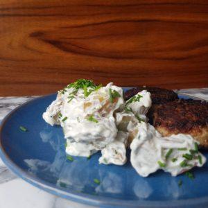 Klassisk kartoffelsalat med frikadeller. #hashtagmor
