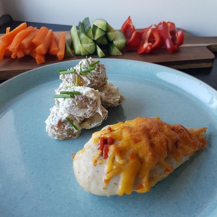 Pizzatoppet kylling og kartoffelsalat med fetadressing #hashtagmor