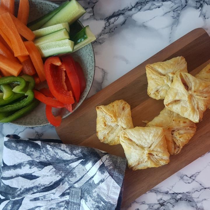 Butterdej med fyld - pikante skinkepakker - Jeg har lovet jer et indlæg med madpakke ideer - for at give mere inspiration til en lækker madpakke. Der er selvfølgelig både ideer til en nem madpakke, en sund madpakke men også en helt klassisk og børnevenlig madpakke.