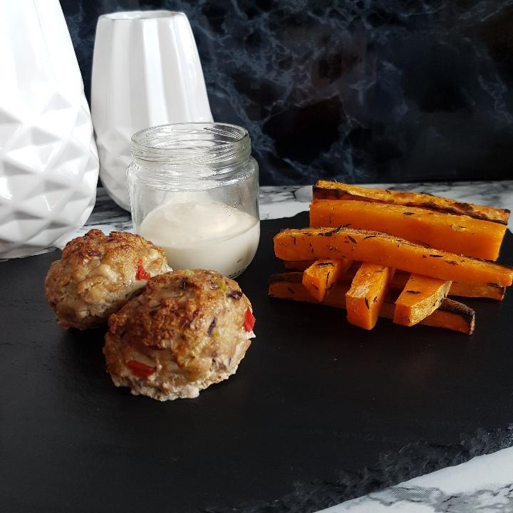 Søde kartofler og ovnbagte frikadeller.