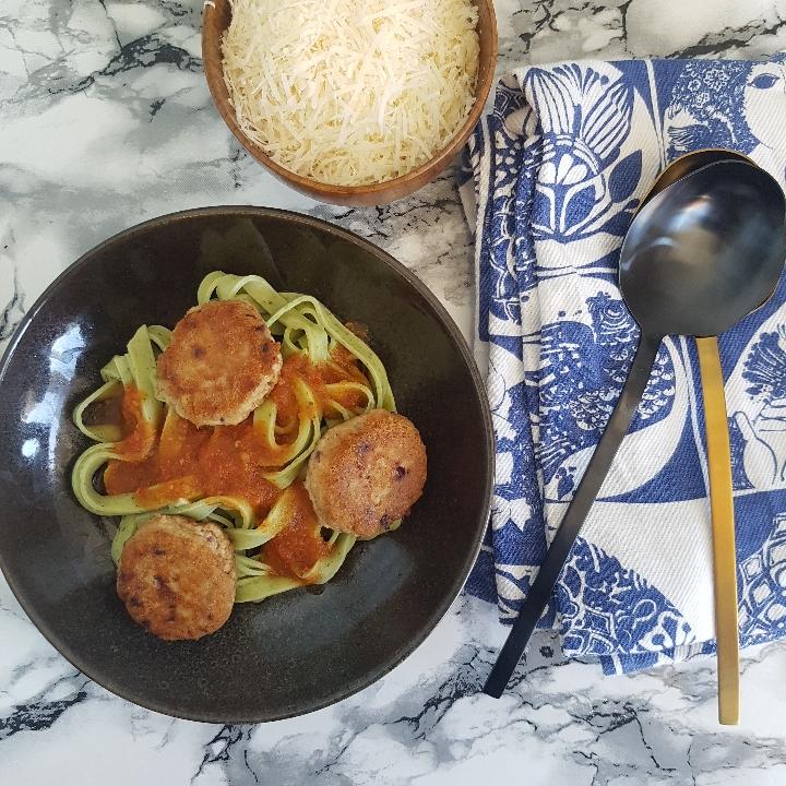 Tunfrikadeller med pasta og tomatsovs #hashtagmor