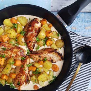 Kylling i pikantsovs med ovnkartofler