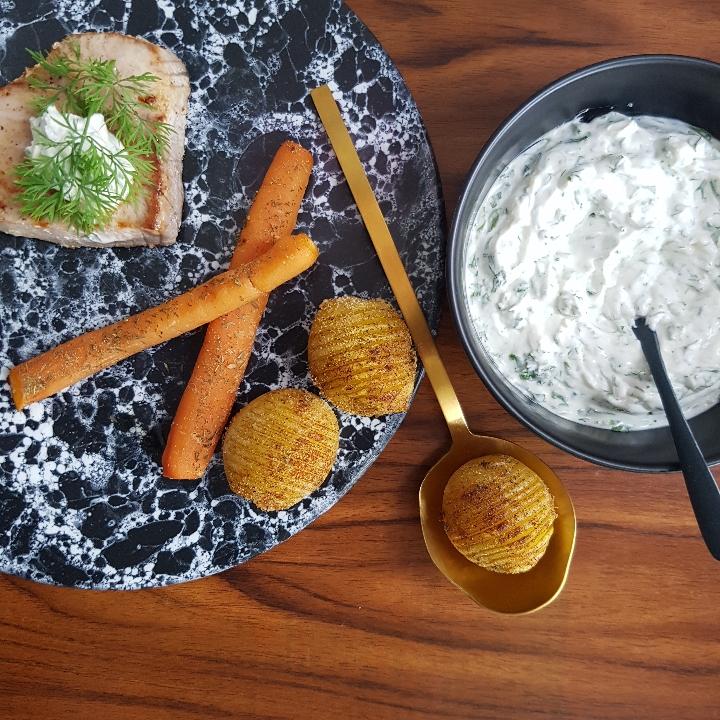 Tunbøffer med hasselback kartofler og krydderurtcreme. #hashtagmor