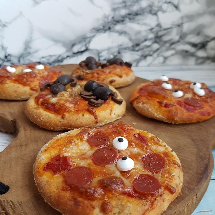 Edderkop pizza #hashtagmor Jeg har lovet jer et indlæg med madpakke ideer - for at give mere inspiration til en lækker madpakke. Der er selvfølgelig både ideer til en nem madpakke, en sund madpakke men også en helt klassisk og børnevenlig madpakke.