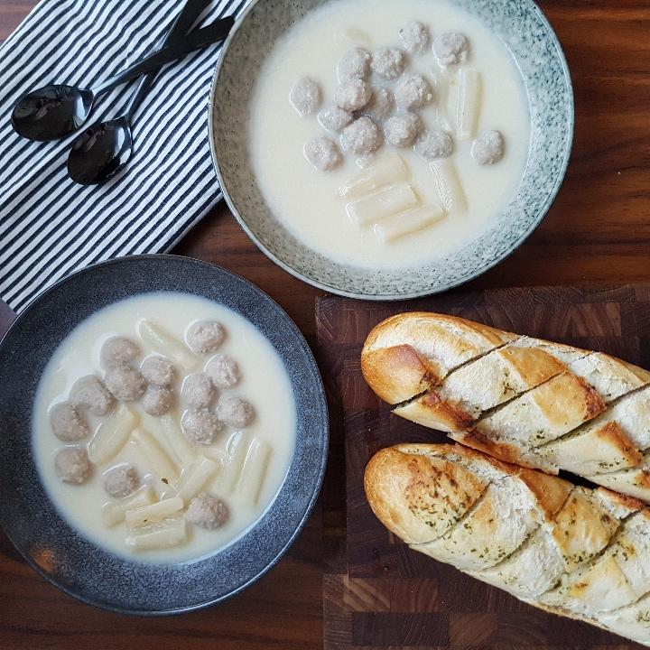 Aspargessuppe med kødboller. #hashtagmor