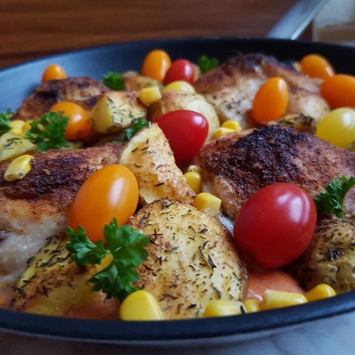 Kylling i tomatsovs med ovnkartofler. #hashtagmor