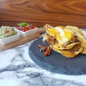 Nachos med hjemmelavet salsa og gaucamole. #hashtagmor