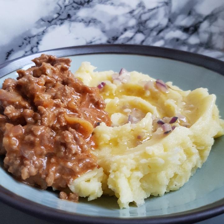 Kødsovs af svinekød med luksus kartoffelmos. #hashtagmor