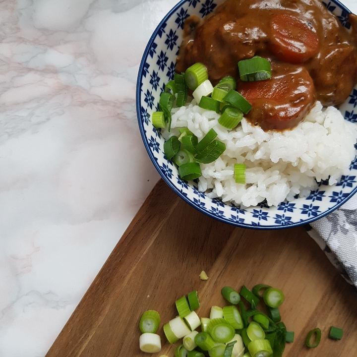 Simregryde med ris, en skøn og billig opskrift på gryderet med svinekød. #hashtagmor