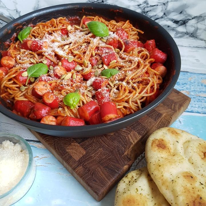Nem og lækker spaghetti med pølser og tomatsovs - en af mine favorit pølse retter. #hashtagmor