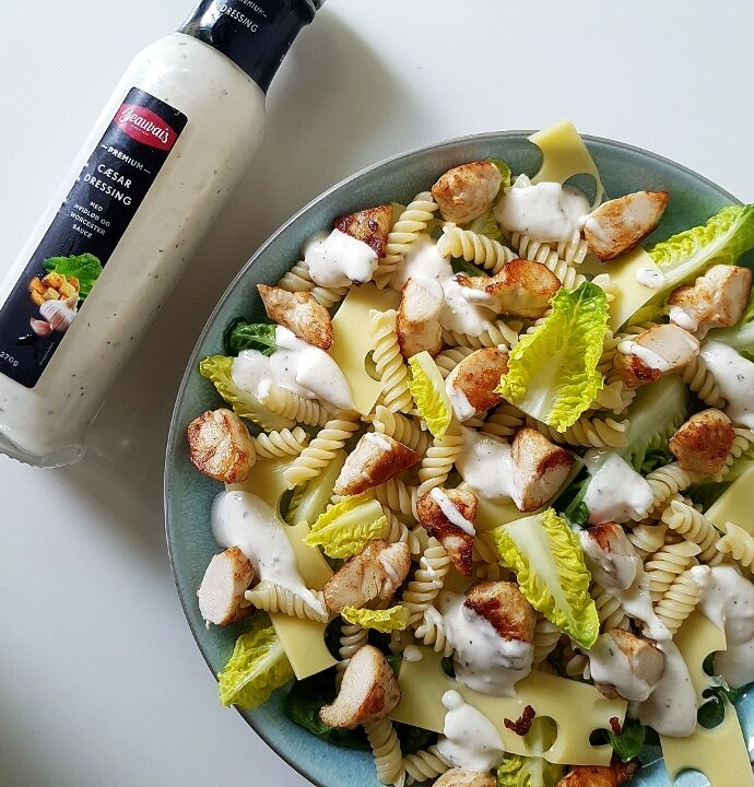 Cæsar salad pastasalat – den børne og mandevenlige version.