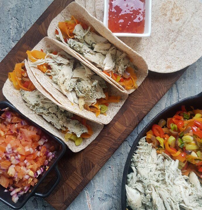 Bløde tacos med pulled chicken.