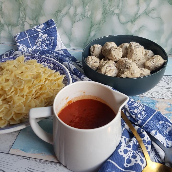 Kylling kødboller i tomatsovs med pasta. #hashtagmor