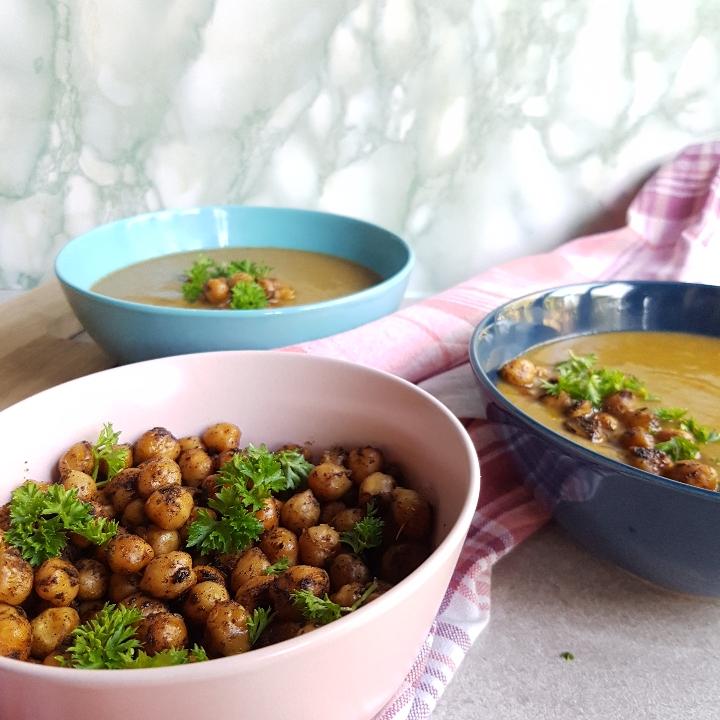 Super nem og lækker grøntsags suppe med kikærter