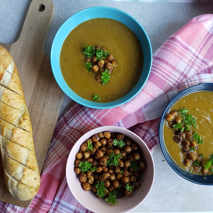 Lækker grøntsags suppe med kikærter - nem grøntsagssuppe opskrift.
