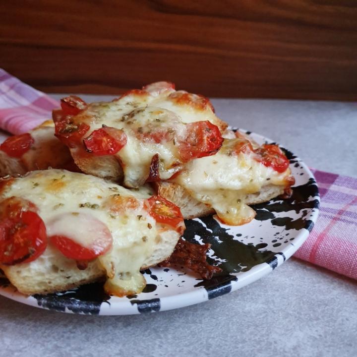 Tomat og oste brød - perfekt brød til suppe eller tilbehør