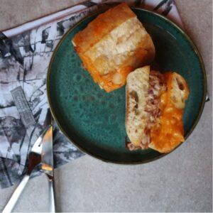 Ciabatta flutes med tun salat og cheddarost