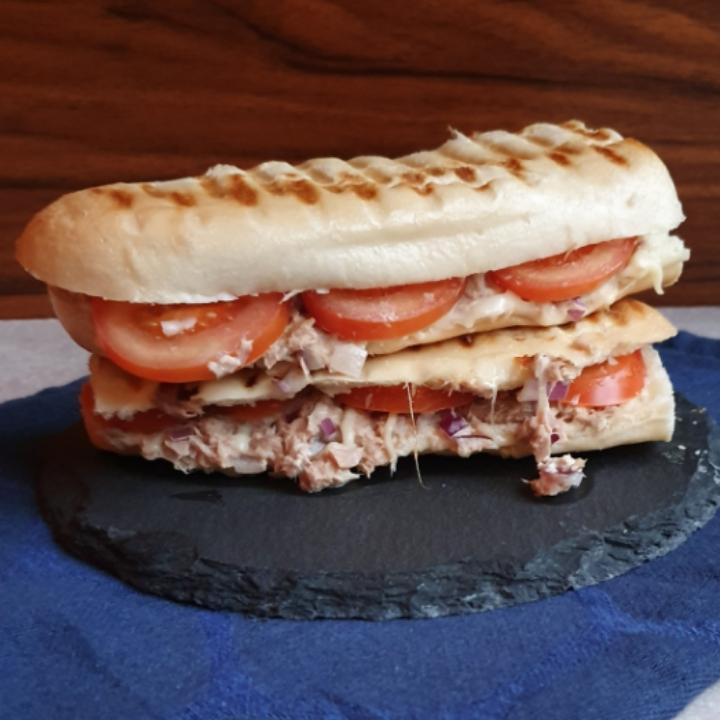 Super skønne tun sandwich med tomat