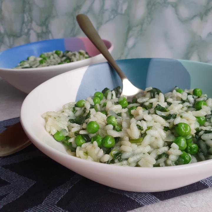 Vegansk risotto opskrift - opskrift med spinat og ærter.