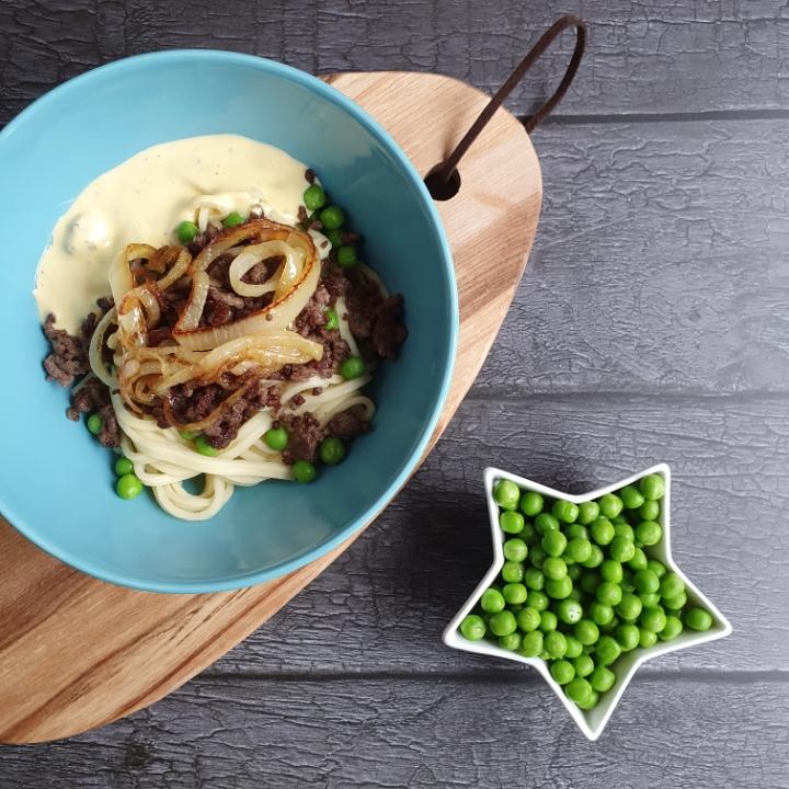 Bøf bearnaise pastaret - lækker pastaret med bøf, bearnaise og bløde løg