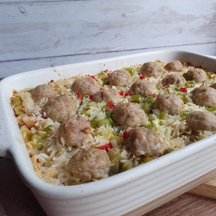 One pot ris og kødboller i fad - one pot opskrift til ovn.