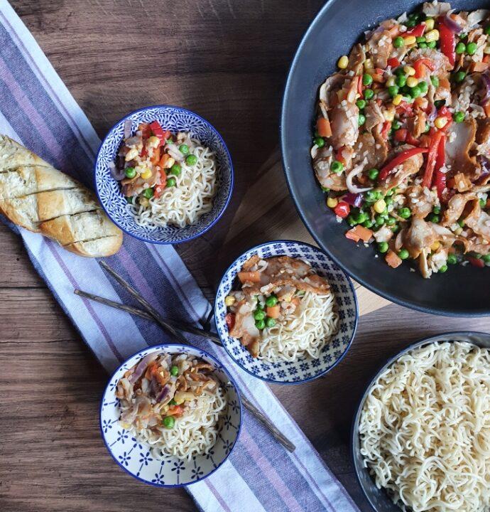 Wok med kylling – virkelig lækker wokret med nudler og grøntsager