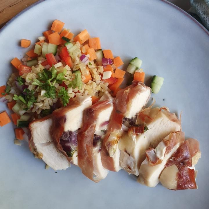Bulgursalat med fyldt kylling - en nem og lækker opskrift på bulgur salat.