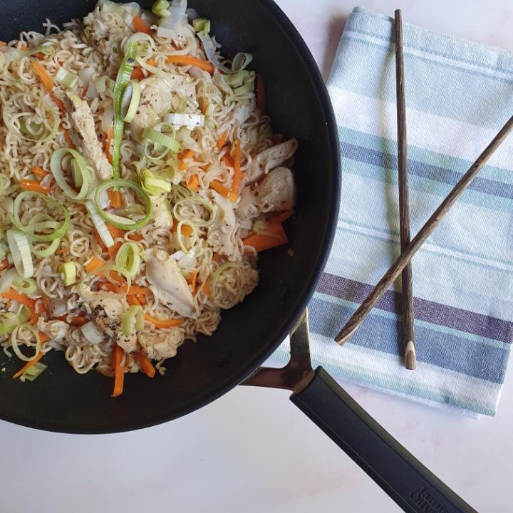 Yumyum wok med kylling, nem wok opskrift med yum yum nudler