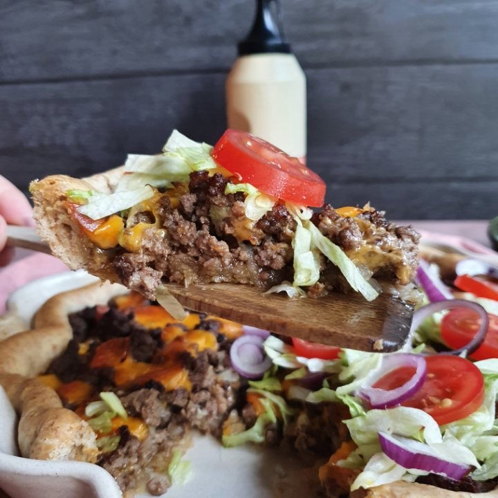 Cheeseburger tærte med oksekød og cheddarost