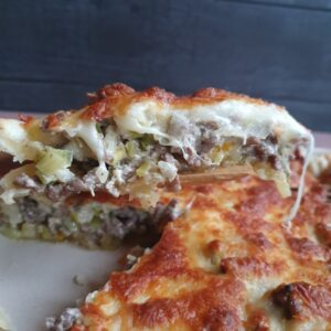 Pikantost tærte med oksekød og buko ost