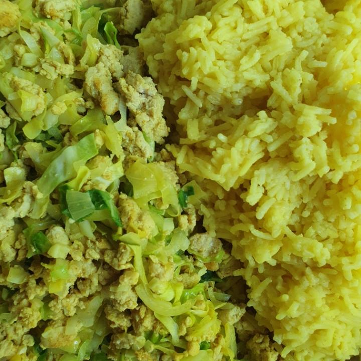 Stegt spidskål og karry ris - opskrift på karry kål med hakket kylling