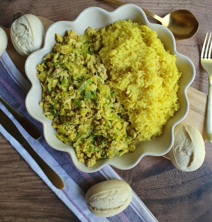 Stegt spidskål og karry ris – opskrift på karry kål med hakket kylling
