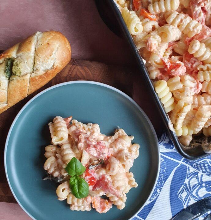 Bagte tomater med feta og pasta – TikTok pasta med bagt feta