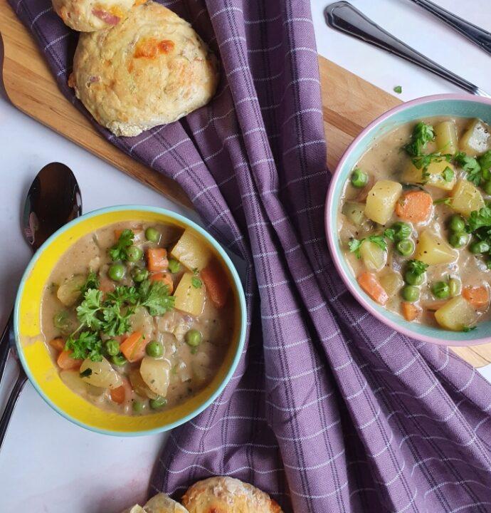 Grøntsagssuppe opskrift med kartofler – vegansk suppe med kokosmælk