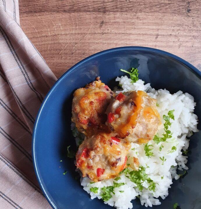 Kylling frikadeller i ovn med kogte ris