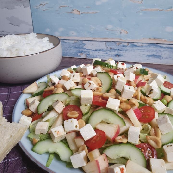 Karry krydret kylling, peanutbutter dressing og en lækker grøn salat